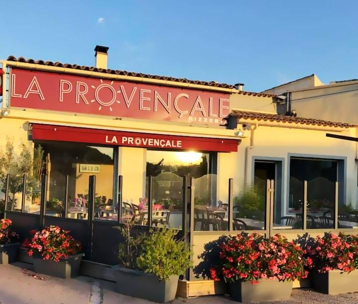 Au Cannet des Maures Restaurant La Provençale tout près de nos chambres d'hôtes situées aux Mayons Var